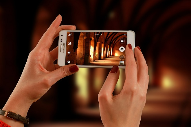 Produkte und Dienstleistungen durch die digitale Brille sehen