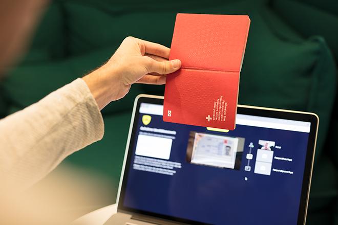 Digitaler Identitätscheck: Können Convenience und Compliance unter einen Hut gebracht werden?