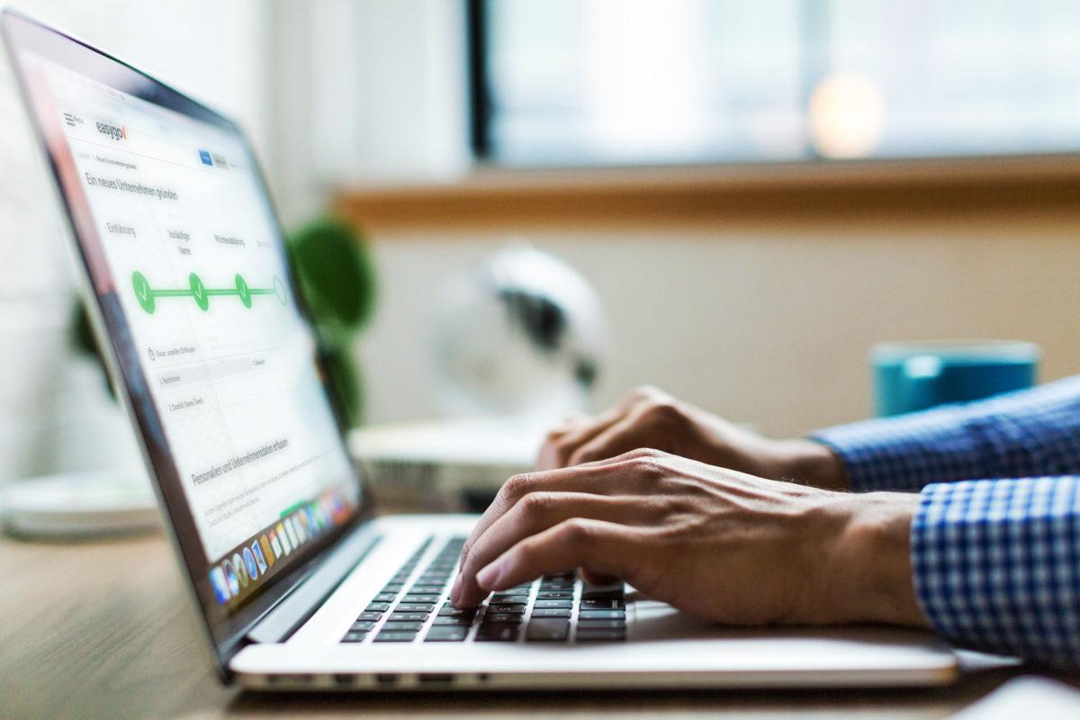EasyGov.swiss vereinfacht die Bürokratie und die Finanzierung für KMU