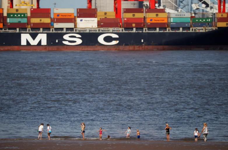 Die Menschen kaufen immer mehr im Internet ein – das kommt den grossen Reedereien zugute
