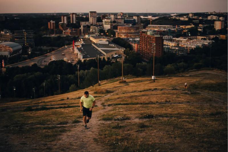 Obligatorischer Betriebssport liegt in Schweden im Trend – weniger Lohn für Sesselhocker