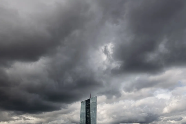 EZB-Chefin Lagarde stellt die neuen Leitlinien vor und zementiert damit die Politik des billigen Geldes